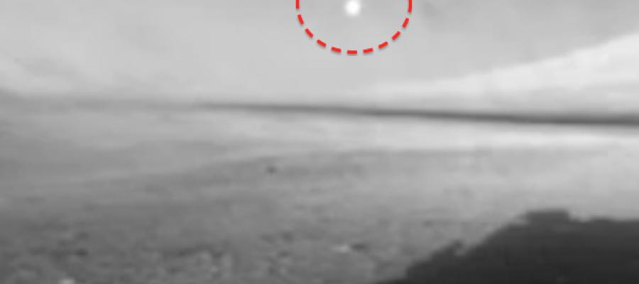 UFO flies over NASA's Mars Curiosity rover