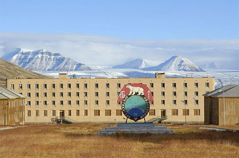 19-pyramiden-abandoned-town1