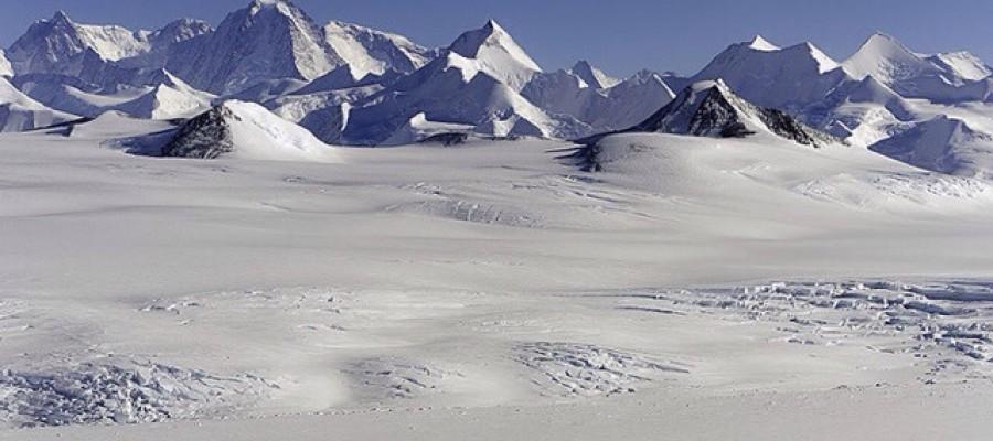 Massive  Canyon Discovered Beneath Antarctic Ice