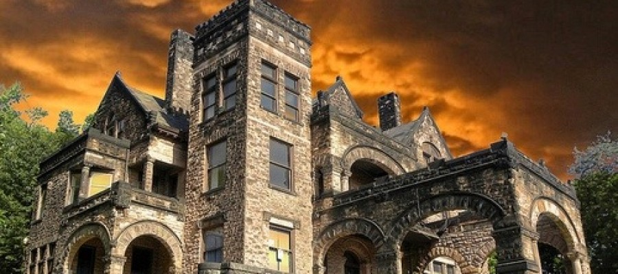5 Incredibly Spooky Abandoned Mansions