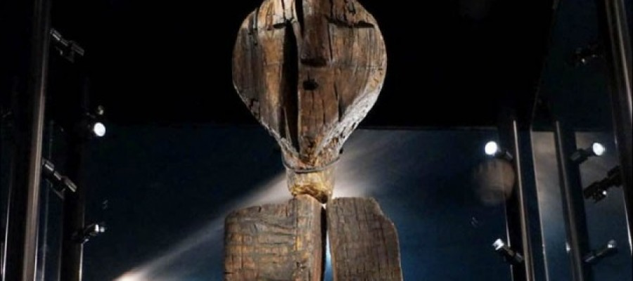 The mystery of the worlds oldest statue and it's unexplained markings.