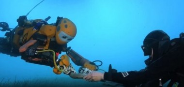 Robotic 'mermaid' retrieves deep sea treasure