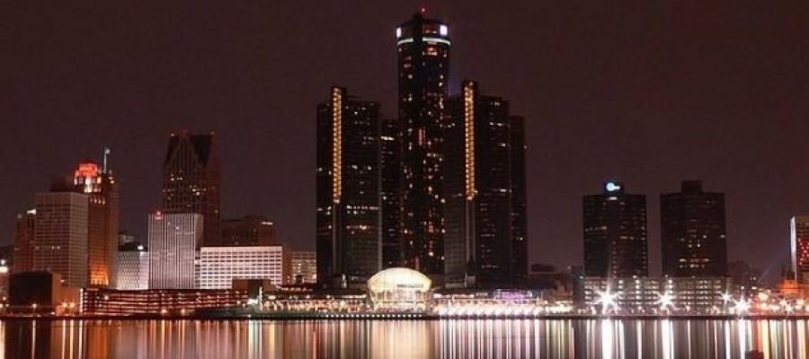 Woman films UFO over Detroit neighborhood