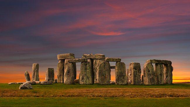 815013-stonehenge