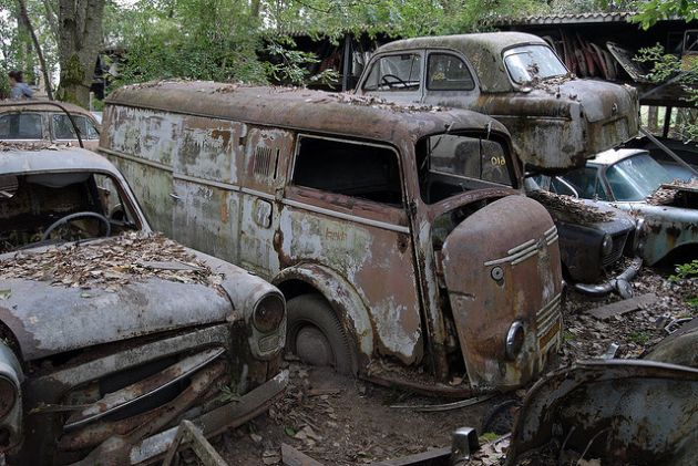 kaufdorf-car-graveyard-switzerland-7