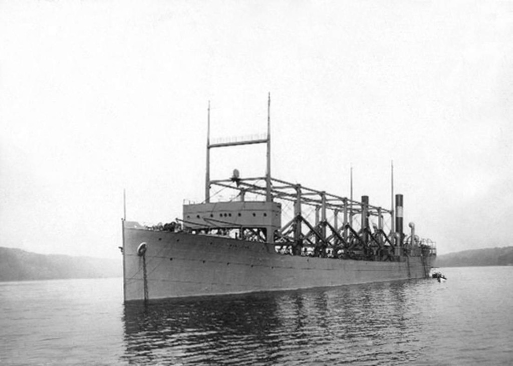 Le charbonnier USS Cyclops, navire americain, construit en 1910, en mars 1918 au retour d'un voyage au Bresil il disparut en mer dans le triangle des Bermudes Son epave n'a jamais ete retrouvee    --  Boat USS Cyclops which disapeared in Bermuda when it came back from a trip to Brazil in march 1918